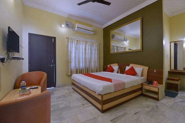OYO 10499 Hotel Shiv Shakti