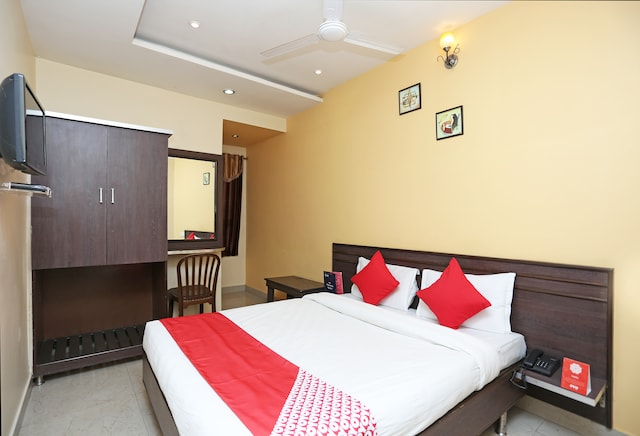 OYO 10588 Hotel Golden Square Deluxe