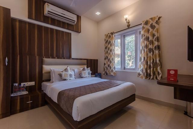 OYO 10217 Hotel Golden Palms