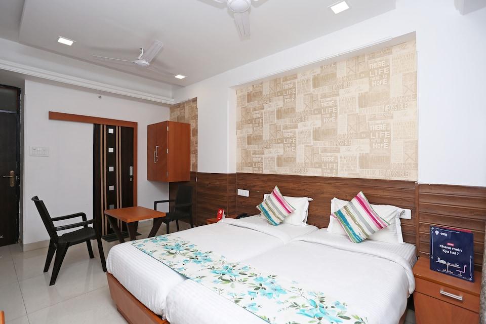 OYO 10263 Hotel Grand Nishat