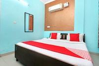 OYO 10463 Hotel Paras