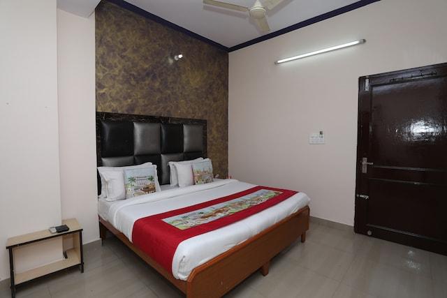 OYO 10347 Hotel Deepak