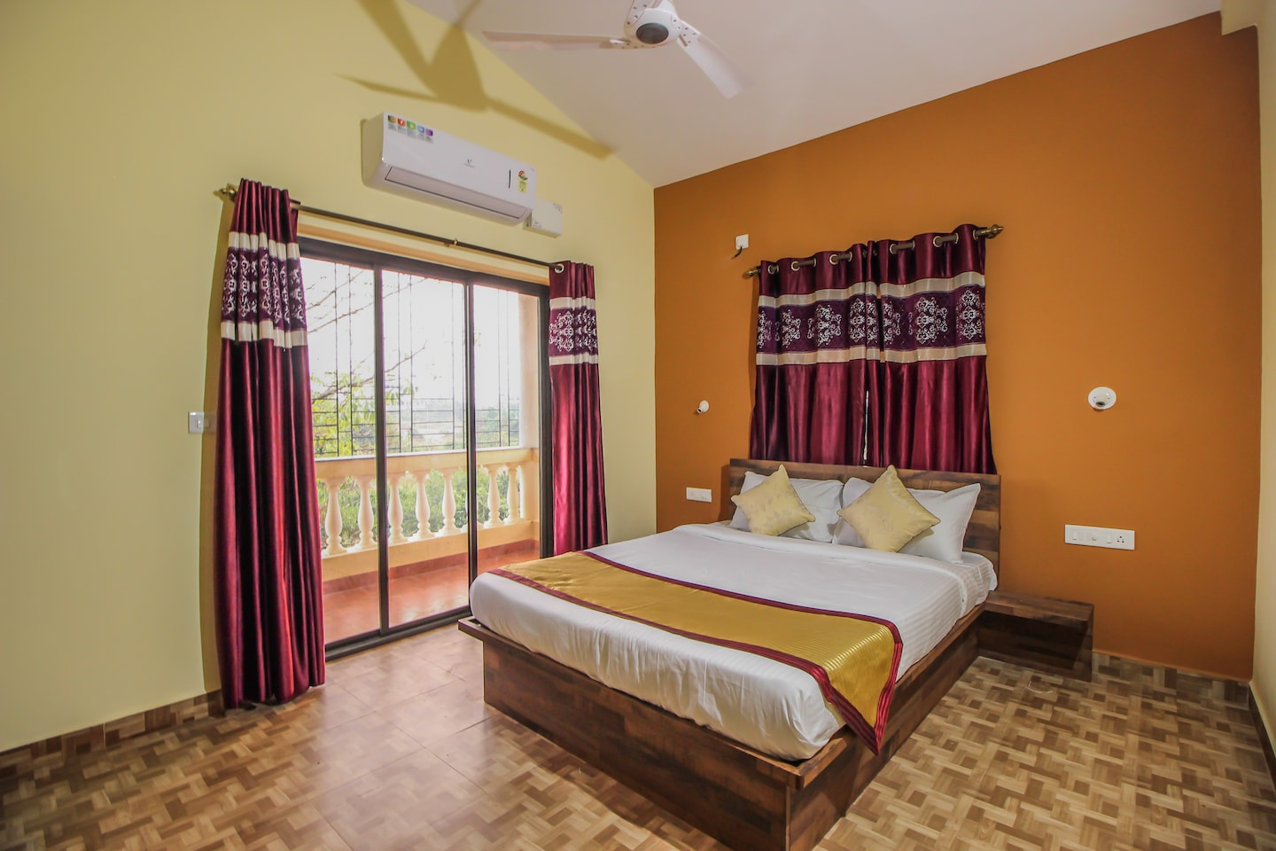 OYO 10402 Home 4 BHK Villa near Mandovi River -1