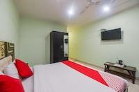 OYO 10566 Hotel Shanti Guest House Deluxe