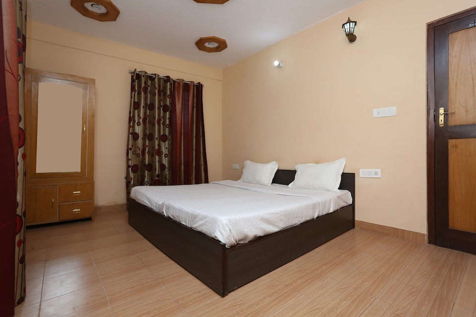 OYO Home 11726 Cozy Valley View 2BHK