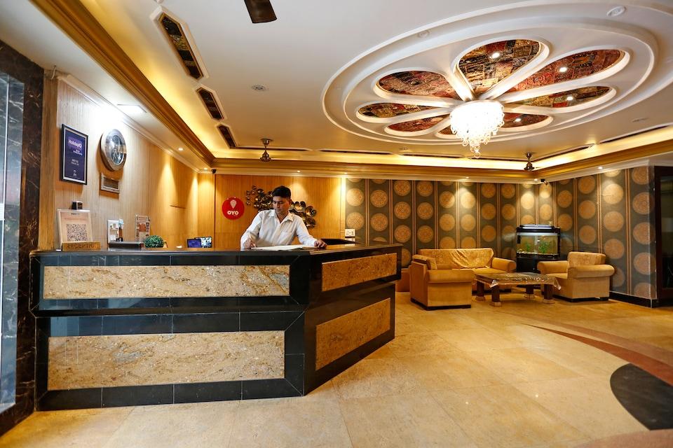 OYO 10433 Hotel Meenakshi