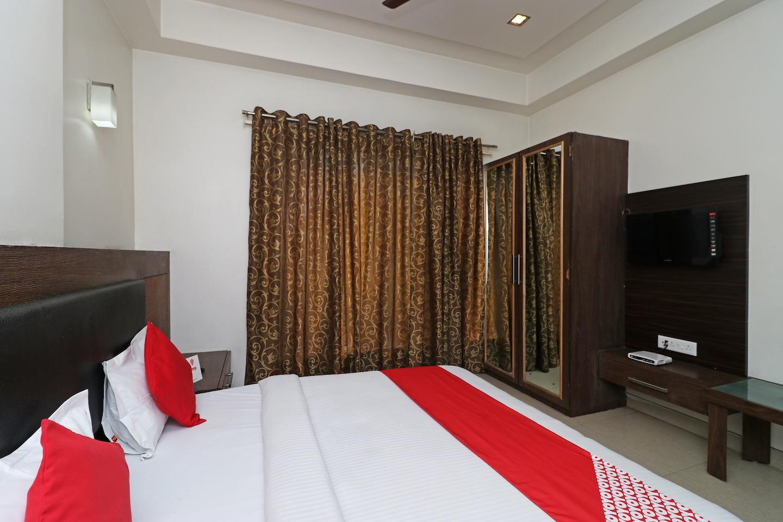 OYO 1446 Hotel Heera Celebration -1