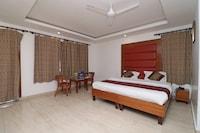 OYO 10653 Hotel Clark Deluxe