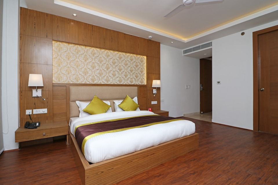 Capital O 10824 Hotel Star Suites