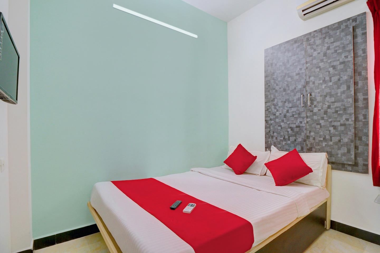 OYO 10835 Hotel Sri Sant -1