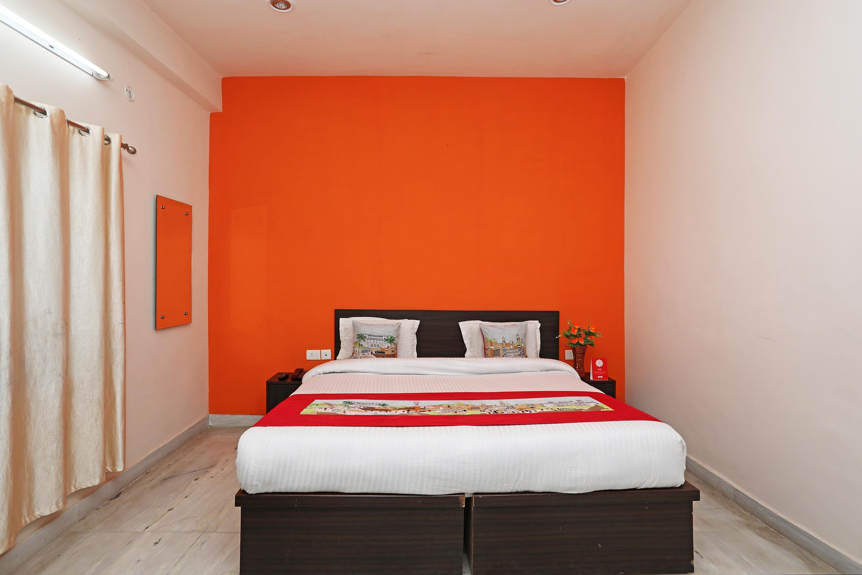 OYO 10876 Hotel Taj signature