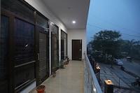 OYO 10888 Aastha Residency