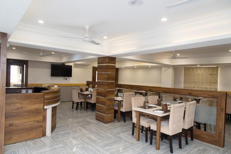 OYO 10893 Hotel Divine Inn