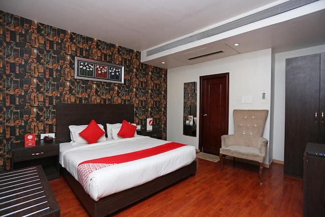 OYO 10897 Hotel Royal Castle