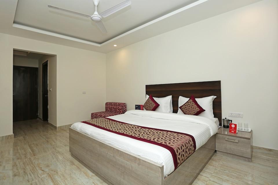 OYO 11340 Hotel Lakshmi Palace