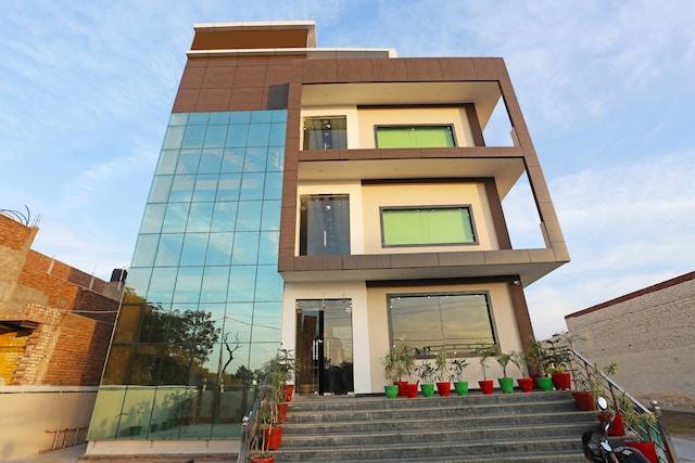 Capital O 11344 Hotel Aakarshan Paradise