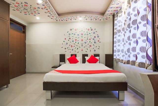 OYO 11389 Hotel NG Palace