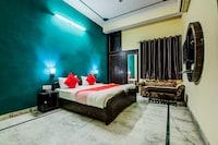 OYO 11401 Hotel Malhotra