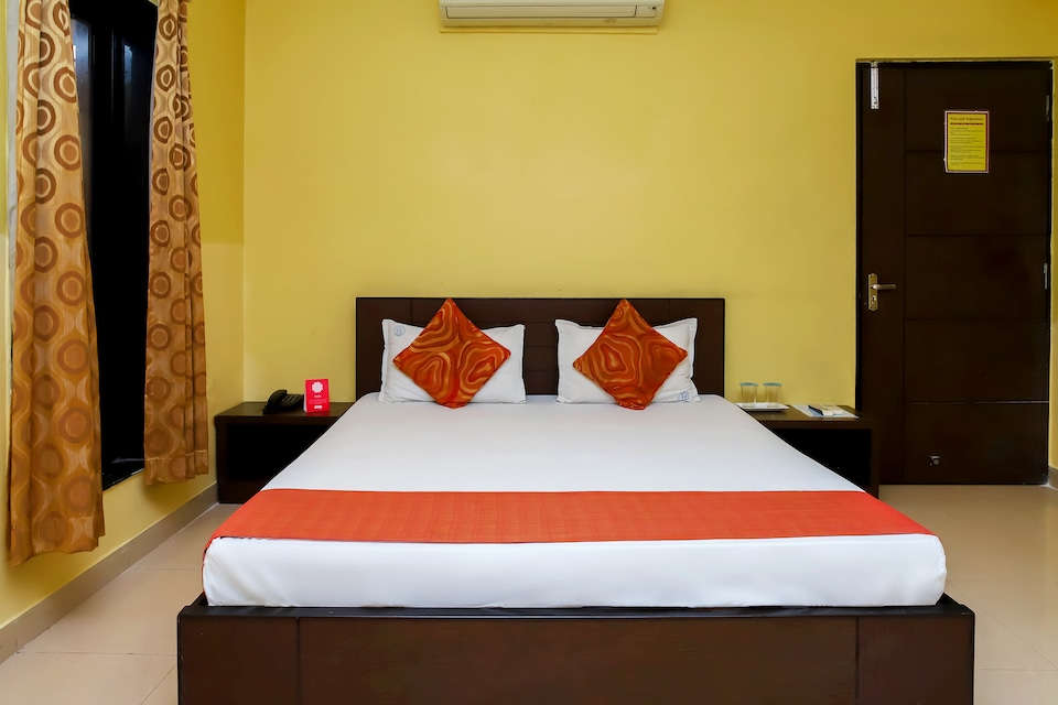 OYO 15262 Hotel Arya Regency