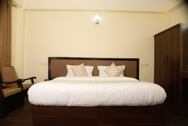 OYO 11490 Hotel Royal Hill