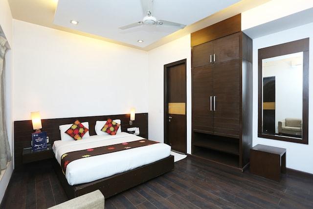 OYO 11524 Hotel Shubhhdeep Aashiyana