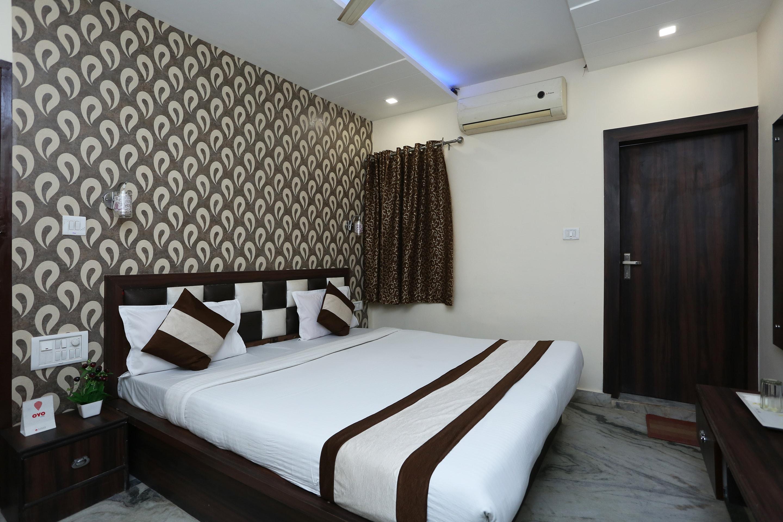 OYO 11540 Hotel Royal INN