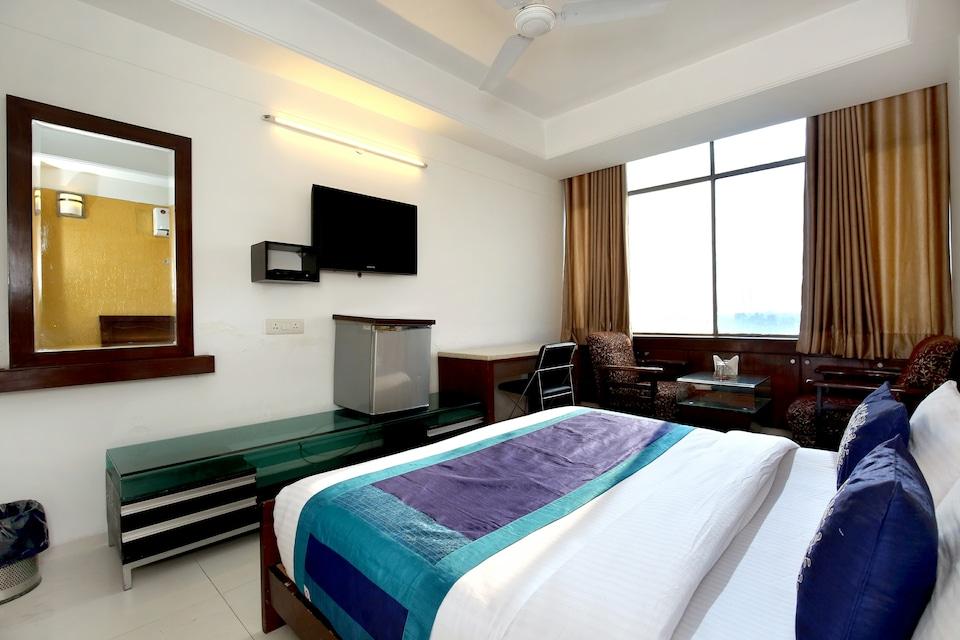 OYO 1496 Hotel Sky 5, Panchkula, Panchkula