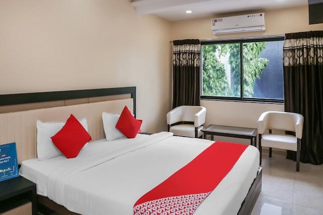 OYO 11576 Hotel Krishna Regency