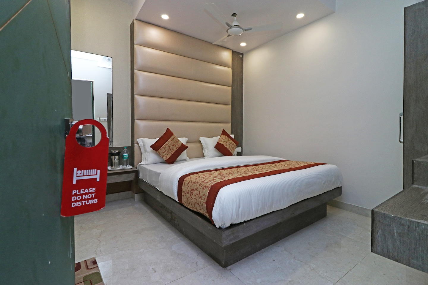 OYO 11593 Hotel Aman Guest House -1