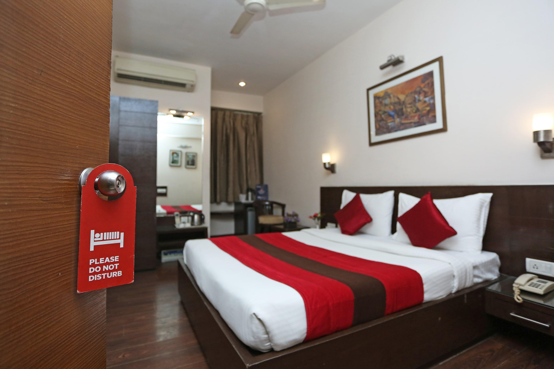 OYO 11652 Hotel Crystal Inn