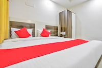 OYO 11674 Gold Metro Guest House