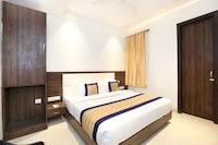 OYO 11680 Hotel Grand Star