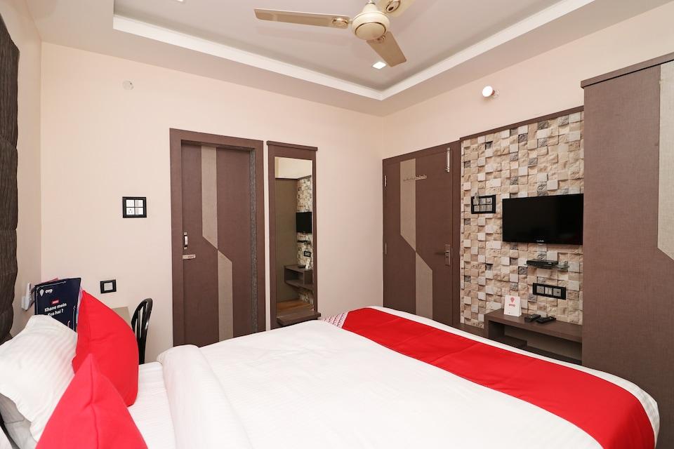 OYO 11723 Hotel Barney Grand