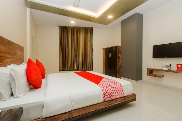 OYO 11747 Hotel Sai Comforts