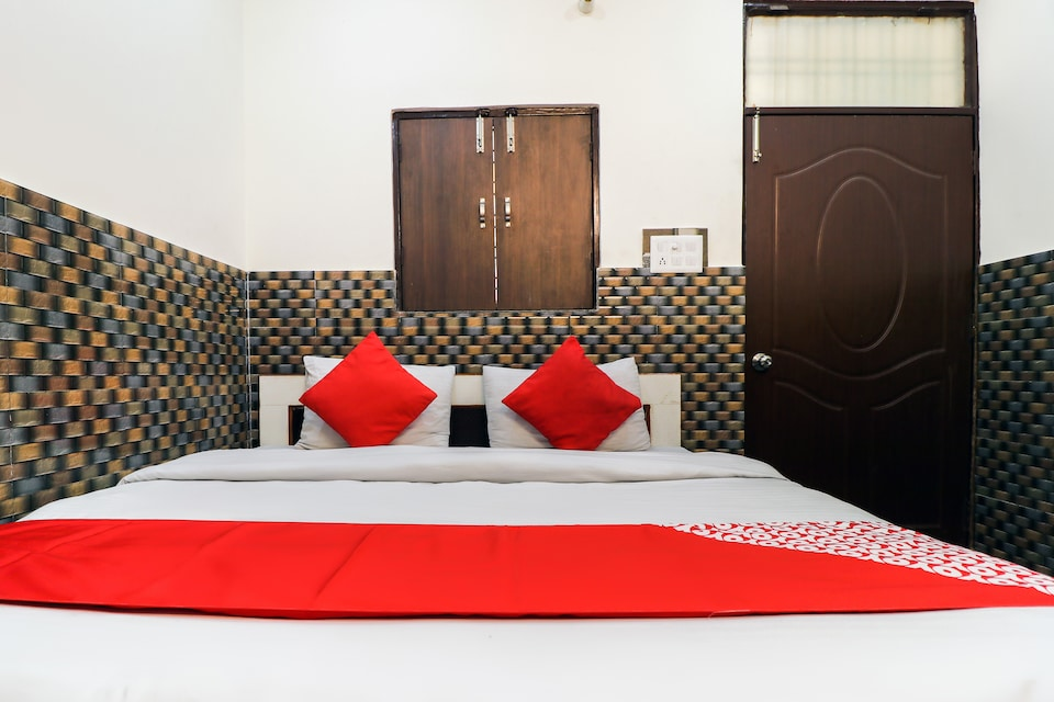 OYO 11762 Trimurti Guest House