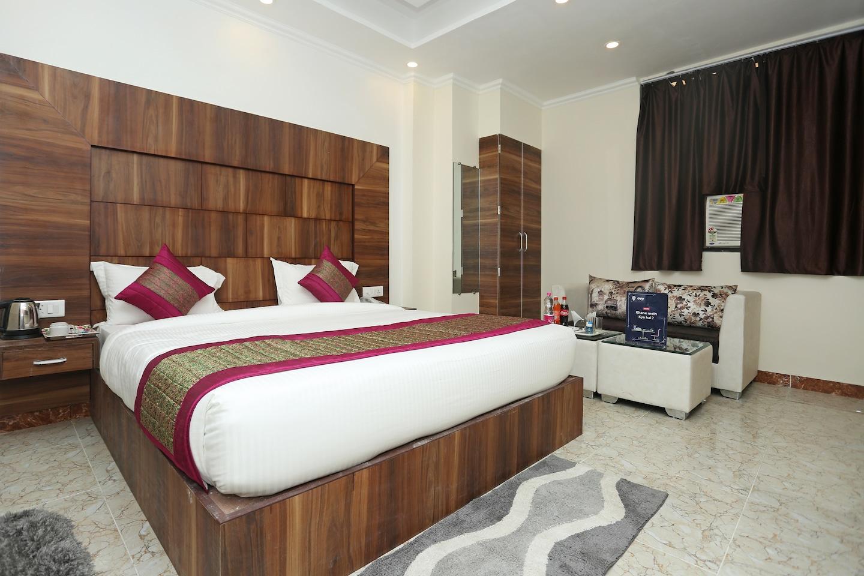 OYO 11852 Hotel Aerostay Inn -1