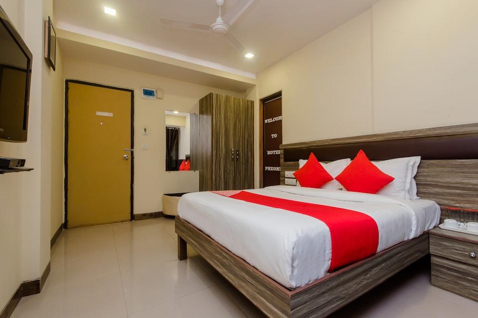 OYO 11855 Phoenix Hotel