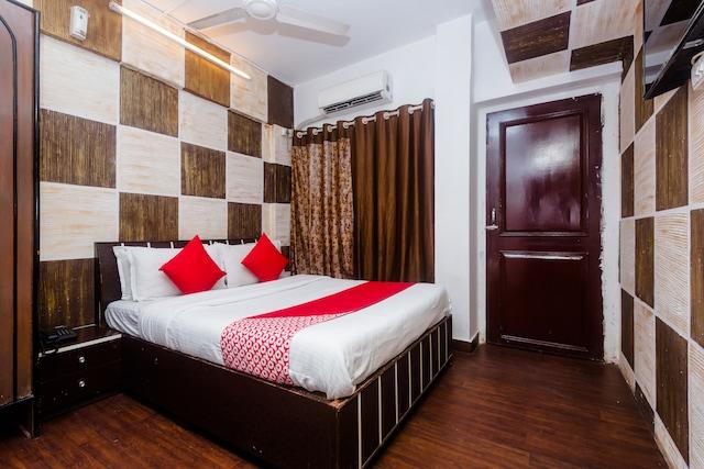 OYO 11879 Kalpataru Apartments Saver