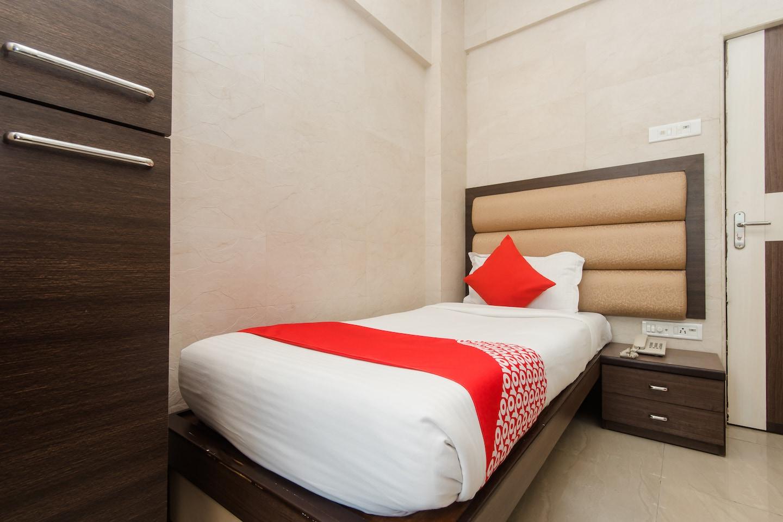 OYO 11908 Hotel Lake Bloom Residency -1