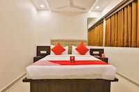 OYO 11922 Hotel Sunstar Inn