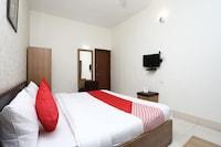 OYO 11937 Hotel Meedo