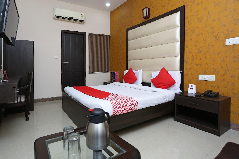OYO 12027 Hotel Amara -1