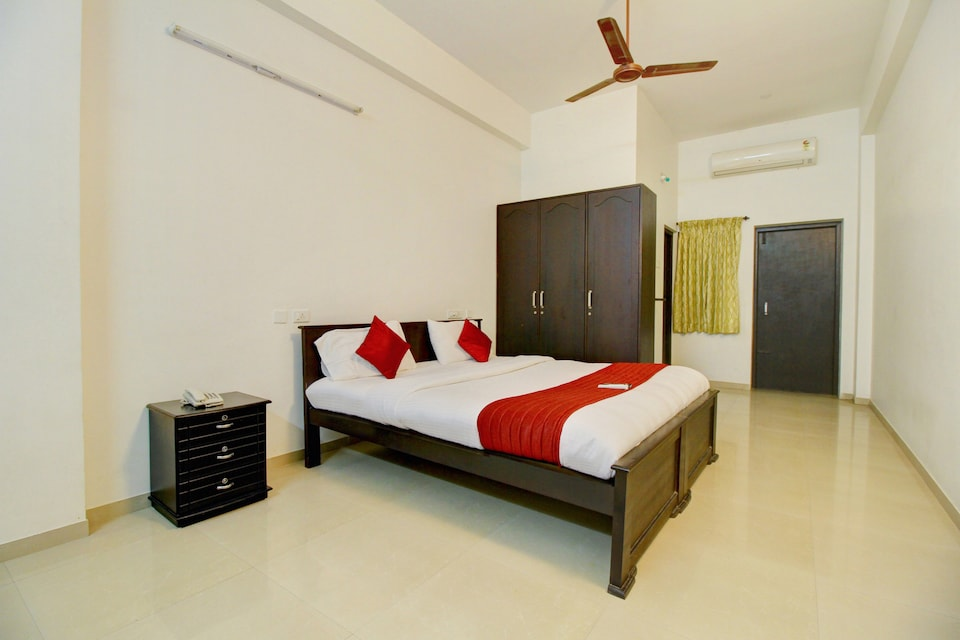 OYO 12069 Rankghas Residency