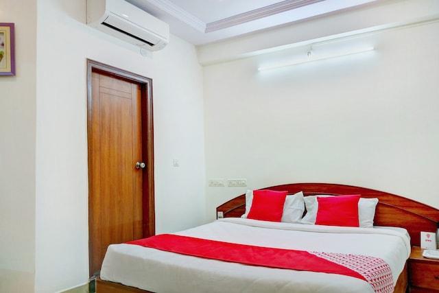 OYO 12083 Hotel Champion Inn