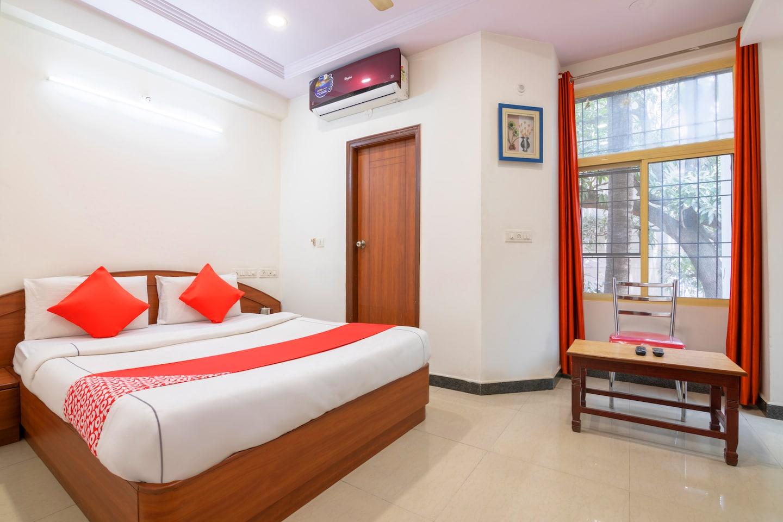 OYO 12083 Hotel Champion Inn -1