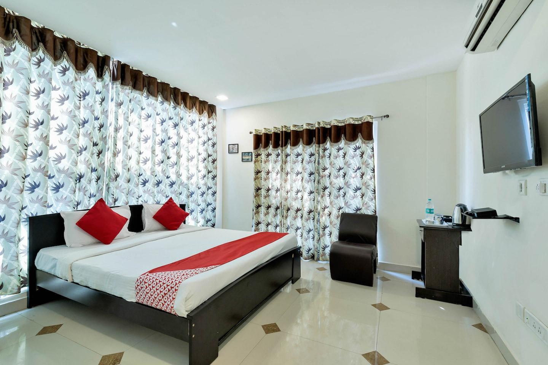 OYO 12120 Hotel Srico -1