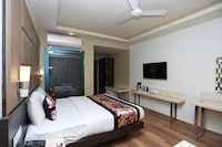 OYO 12172 Hotel Deep Premium