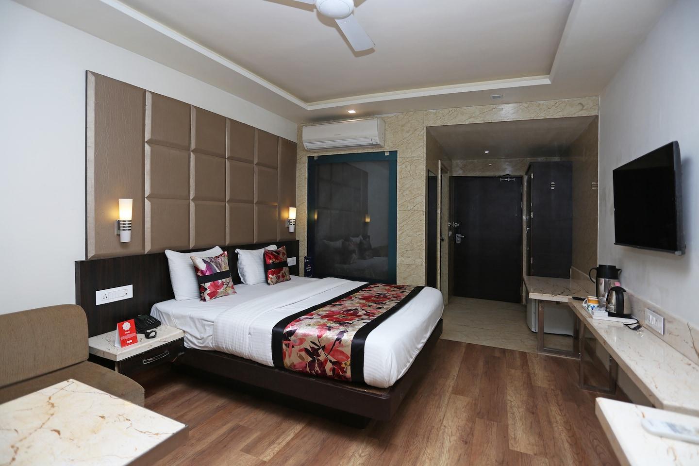 OYO 12172 Hotel Deep Premium -1