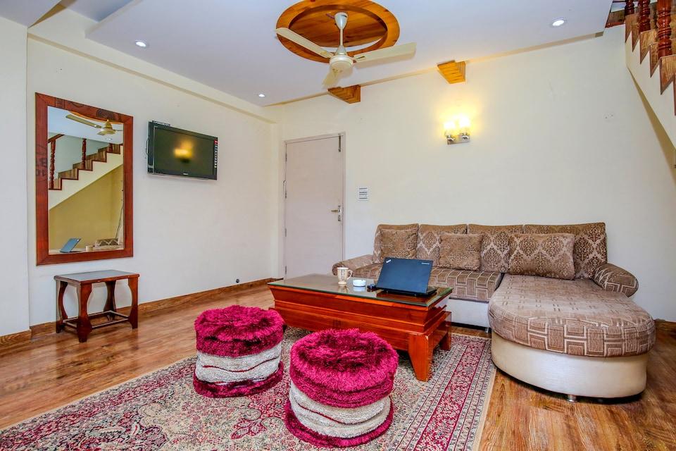 OYO Home 12185 Wayside Villa 3BHK