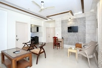 OYO Home 12186 Bright 3BHK